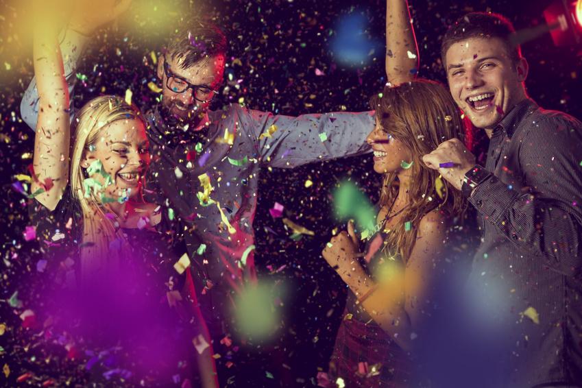 Silvester: Neue Kontakte finden bei Neujahrsfeier.