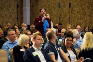 Erfolgreich Netzwerken beim Unternehmertreffen. Foto (c) Martin Lifka